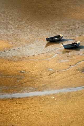 沙滩上的小船只手