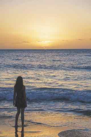 落日沙滩上性感美