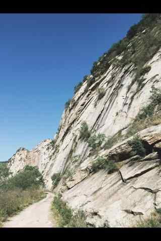 崇山峻岭的山峰桌面壁纸