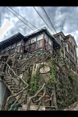 莫干山古老的建筑房屋手机壁纸