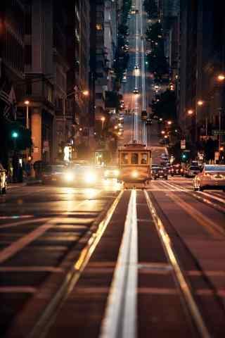 夜晚城市街道轨道电车手机壁纸