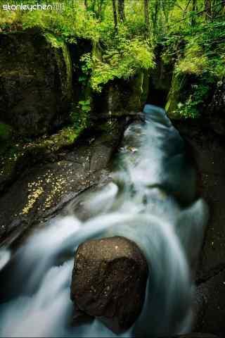 绿色护眼长白山河流桌面壁纸