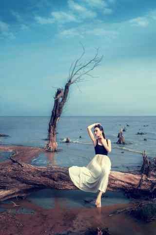 美女与安徽巢湖风景手机壁纸