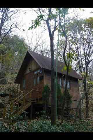 山林间的小木屋手机风景壁纸