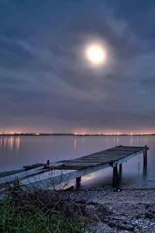 月下码头风景手机壁纸