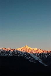 唯美高山雪景自然