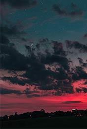 简约星空与云朵手