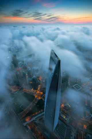上海金融中心云雾缭绕手机壁纸