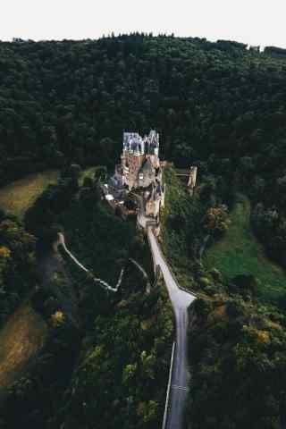 俯拍城堡神秘手机