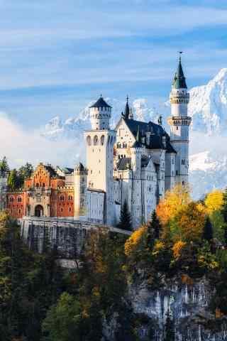 城堡与雪山呼应手机壁纸