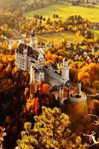 秋色中的城堡手机壁纸