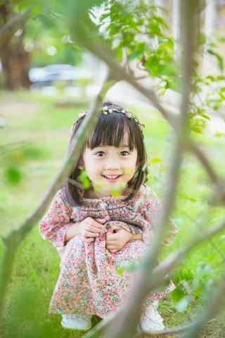 儿童节之草丛中的小仙女手机壁纸