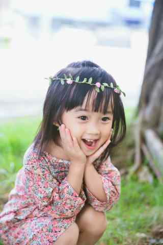 儿童节之可爱小女孩大笑手机壁纸