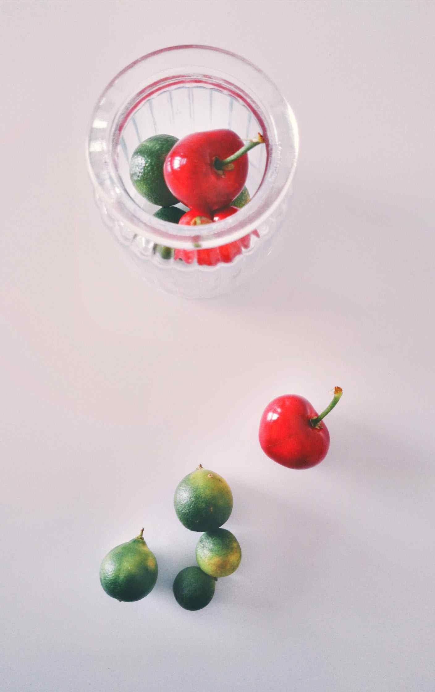 小清新樱桃简约图片手机壁纸
