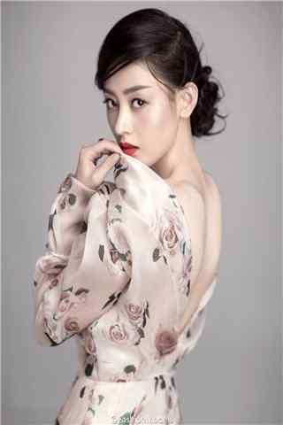 张天爱时尚杂志拍摄露背性感手机壁纸
