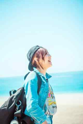 阳光沙滩开朗大笑