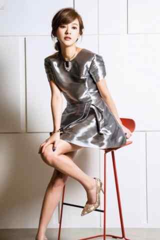 陈意涵银色连衣裙高跟鞋小女人写真手机壁纸