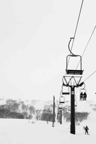 好看的黑白文艺滑雪场手机壁纸