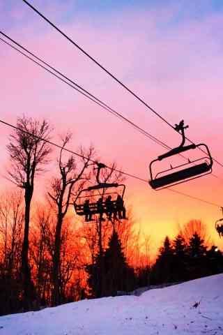 滑雪场美丽的晚霞手机壁纸