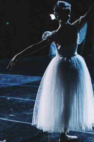 气质芭蕾舞美女图片手机壁纸