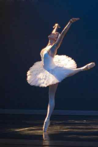起舞的芭蕾舞美女手机壁纸
