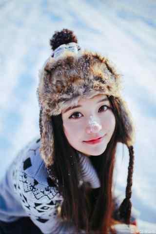 可爱的小美女雪景写真手机壁纸