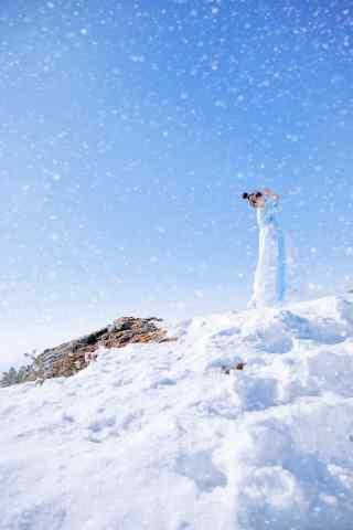 唯美的雪中美女手机壁纸