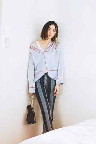 日本美女新垣结衣露肩时尚写真图片手机壁纸