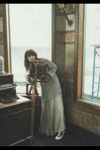 日本美女新垣结衣露肩文艺写真手机壁纸
