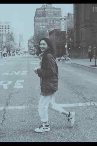 日本美女新垣结衣街头文艺写真图片手机壁纸