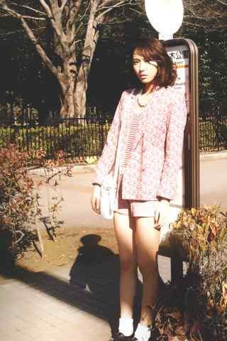 日本美女新垣结衣公园清新写真图片手机壁纸