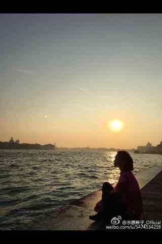 水原希子日常唯美夕阳手机壁纸