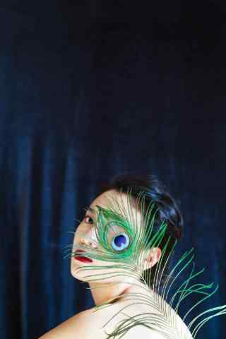 个性美女孔雀羽毛