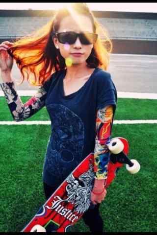 滑板女孩时尚手机壁纸