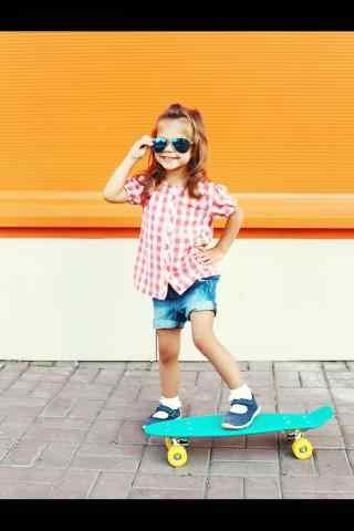 滑板女孩小清新手机壁纸