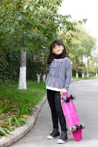 滑板女孩田亮女儿小清新手机壁纸
