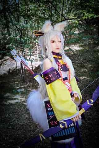 美女cosplay白狼手机壁纸