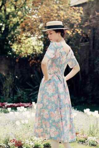 田园美女复古长裙写真图片