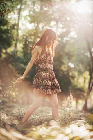 短裙美女田园写真图片
