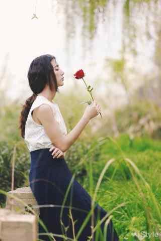 乡村田园美女与花朵写真图片