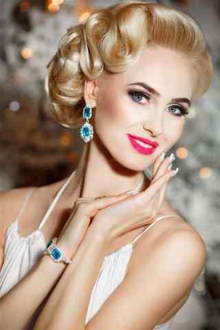金发碧眼的欧美美女红唇图片手机壁纸