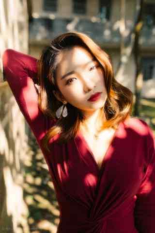 优雅的红唇美女图片手机壁纸