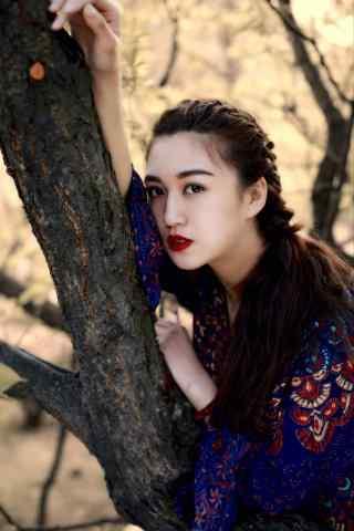 红唇美女民族风写真图片手机壁纸