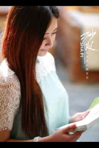 文静女孩看书手机壁纸