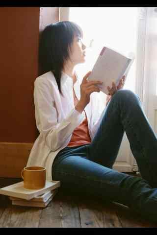 美女看书意境写真手机壁纸