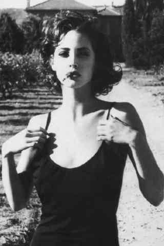 复古骨感美女抽烟
