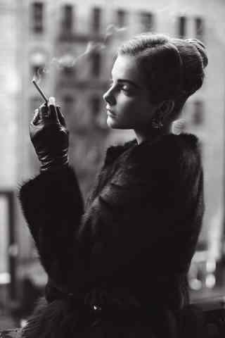 气质美女抽烟图片