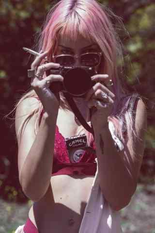 粉色头发性感美女