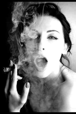 欧美风美女抽烟黑