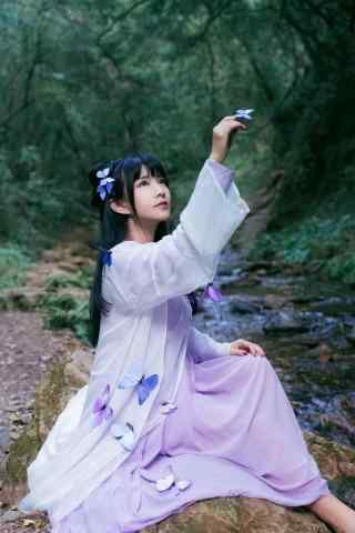 汉服交领儒裙—少女与蝴蝶嬉戏手机壁纸